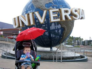 toddler at universal studios