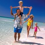 beach_familyonbeach_l