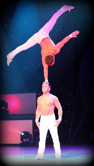 acrobats le grand cirque adrenaline